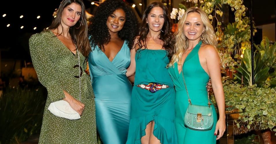 Isabella Fiorentino, Cris Vianna, Adriane Galisteu e Eliana prestigiam festa de fim de ano organizada pela decoradora Andréa Guimarães em um buffet de São Paulo