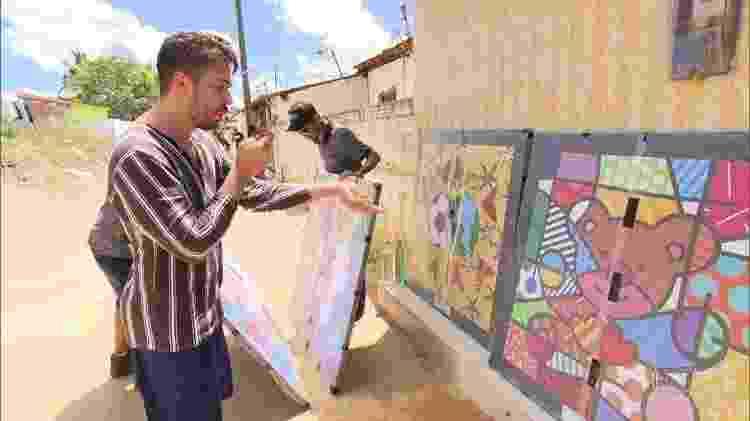 Fantástico registrou a entrega dos quadros de Romero Britto na Vila Primavera - Reprodução/TV Globo - Reprodução/TV Globo