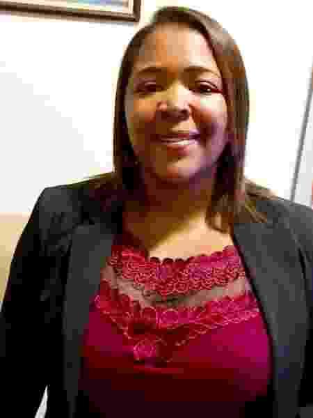 Claudia Cristina Juvenal em uma palestra - Arquivo Pessoal