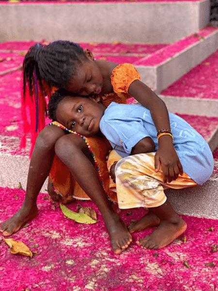 Titi e Bless em foto tirada pela mãe, a atriz Giovanna Ewbank - Reprodução/Instagram/@gioewbank