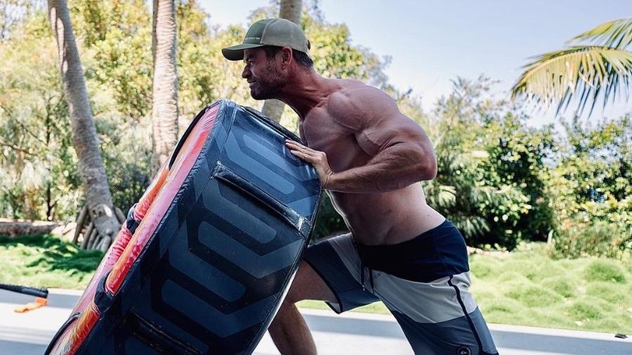 Chris Hemsworth chamou atenção com músculos - Instagram/Reprodução