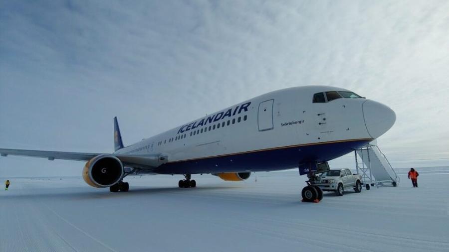 Avião da Icelandair pousou no Troll Airfield (QET), pista de pouso localizada a 6,8 quilômetros da estação de pesquisa na Antártida - Reprodução/Icelandair