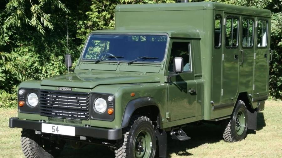 Land Rover Defender 130 Gun Bus - Divulgação