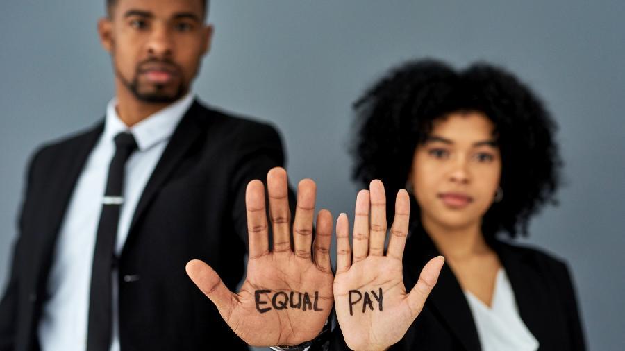 Segundo pesquisa divulgada nesta quinta (24) pelo IBGE, as mulheres representaram 44,8% dos assalariados em 2019  - Getty Images/iStockphoto