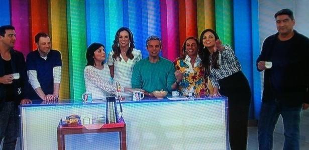 """Zeca Camargo (no canto à direita) participou do """"Vídeo Show"""" para falar de seu novo programa e se retratou sobre a crítica. O apresentador, no entanto, escorregou e errou o nome de Cristiano Araújo:"""