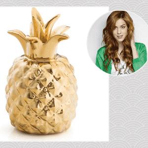 """""""A peça que mais gosto é um cofre de cerâmica em forma de abacaxi que trouxe de Los Angeles. Ele me lembra essa viagem marcante e um momento em que estava começando na música. Escrevi uma música pensando nele e isso o torna especial para mim"""", Sophia Abrahão, atriz - Getty Images/ André Schiliró/ Arte UOL"""