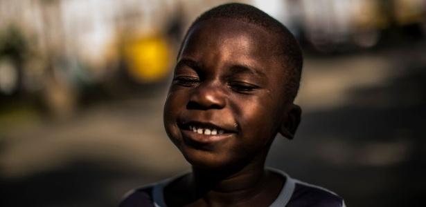 """Fotos do fotógrafo curitibano Brunno Covello, em """"O Haiti é Aqui"""", mostram o recomeço dos haitianos em Curitiba. - Brunno Covello/Divulgação MON"""
