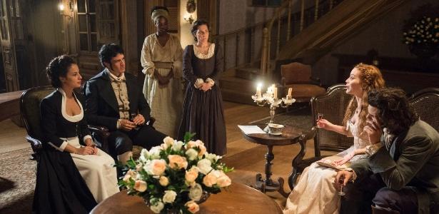 Joaquina (Andreia Horta) e Rubião (Mateus Solano) com Xavier (Bruno Ferrari) e Branca (Nathalia Dill) em jantar na casa do intendente - Estevam Avellar/TV Globo