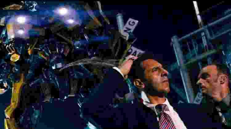 """Cena de """"Transformers"""" (2007), primeiro filme da franquia - Reprodução - Reprodução"""