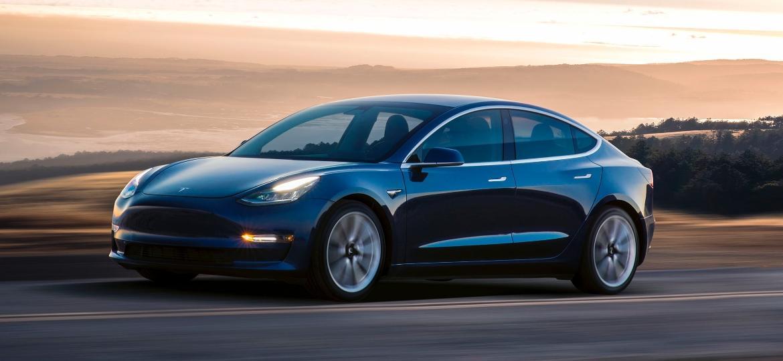 Importadora trará um Model 3 de cada cor ao Brasil: preto, azul e cinza chumbo - Divulgação