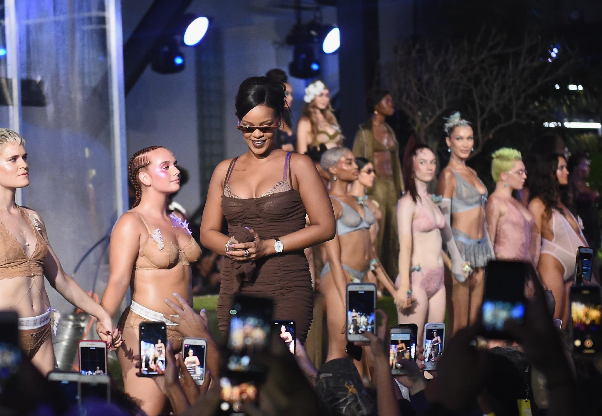 9bc715a6d Desfile de lingerie de Rihanna ataca modelo da Victoria s Secret -  14 09 2018 - UOL Universa