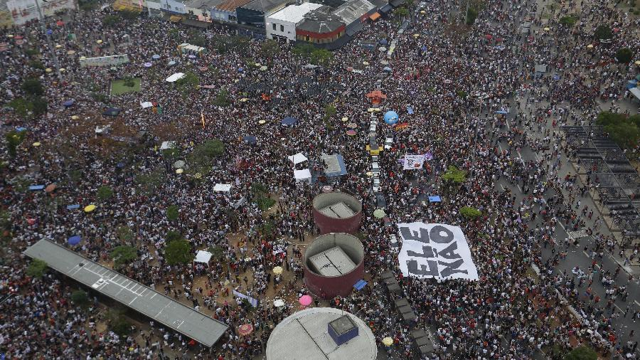 Ato publico contra o presidenciavel lider nas pesquisas Jair Bolsonaro durante a tarde deste sabado (29) no Largo da Batata, zona oeste de Sao Paulo - Nelson Antoine/Folhapress