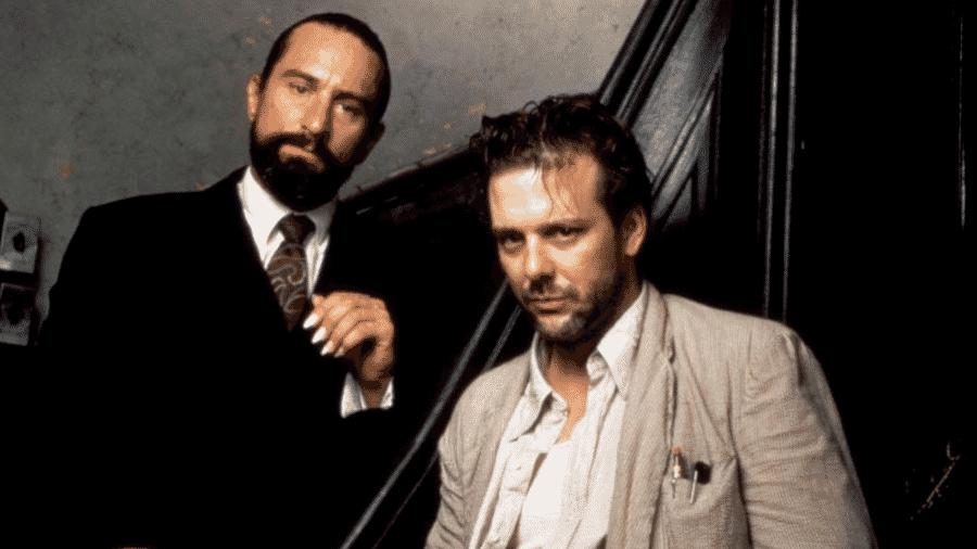Mickey Rourke e Robert De Niro em cena de Coração Satânico (1987) - Reprodução