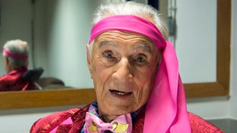 Orlando Drummond, ao completar 100 anos, foi homenageado pela produção da Escolinha do Professor Raimundo - Reprodução/Twitter