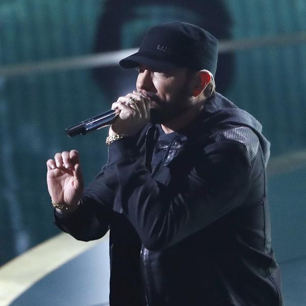 Eminem foi homenageado 28 vezes por fã escocesa