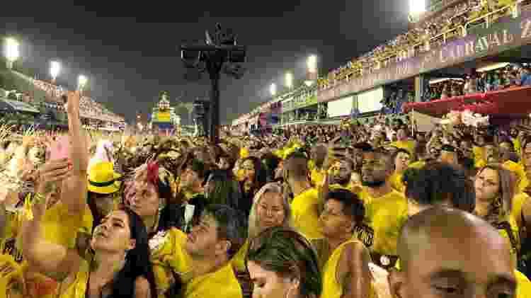 Público se concentra em camarote para ver IZA - Coluna do Leo Dias