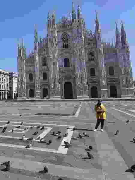 A Praça Duomo, em Milão, quase deserta - DANIEL DAL ZENNARO/EPA