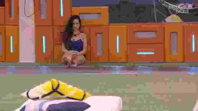 BBB 21: Juliette espera o big fone tocar - Reprodução/ Globoplay - Reprodução/ Globoplay