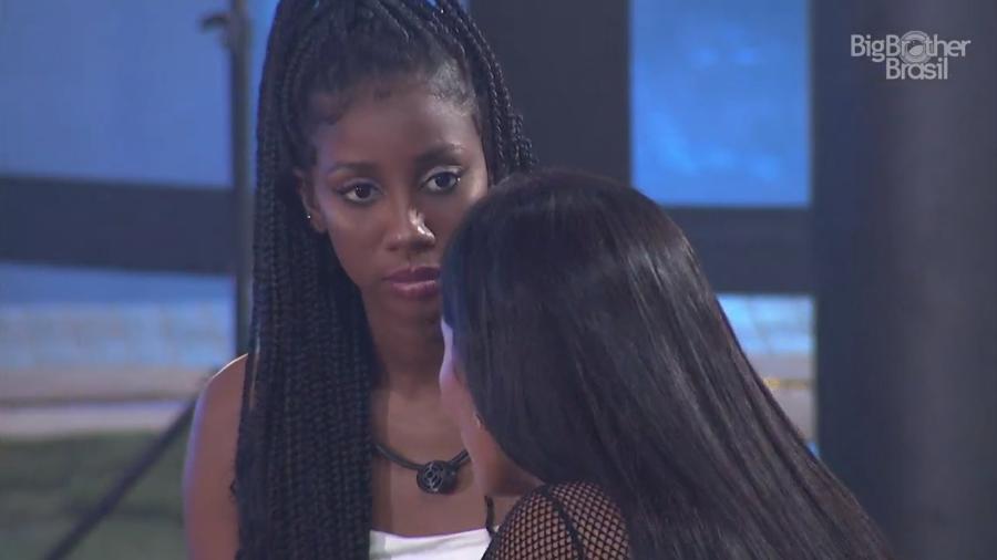 BBB 21: Camilla conversa com Pocah durante a festa do líder - Reprodução/Globoplay