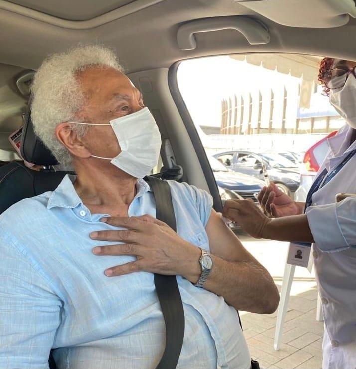 Paulinho da Viola tomou a segunda dose da vacina da covid-19 - Reprodução/Twitter