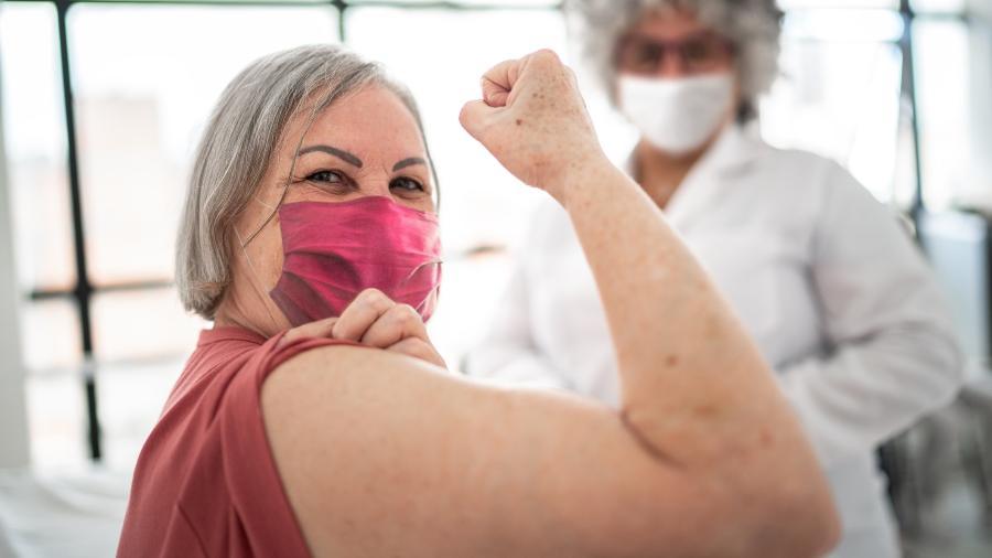 Vacinação contra a covid-19 pode ter poupado cerca de 40 a 55 mil mortes de pessoas idosas no país - iStock