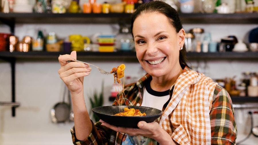 Atriz e apresentadora fala de cozinha no YouTube e em livros - Nicole Gomes