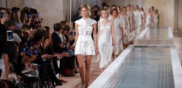 Desfile da Balenciaga na Semana de Moda de Paris Verão 2015 - AFP
