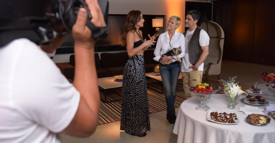 """21.jan.2015 - Xuxa e Junno são entrevistados por Sabrina Sato no """"Programa da Sabrina"""""""