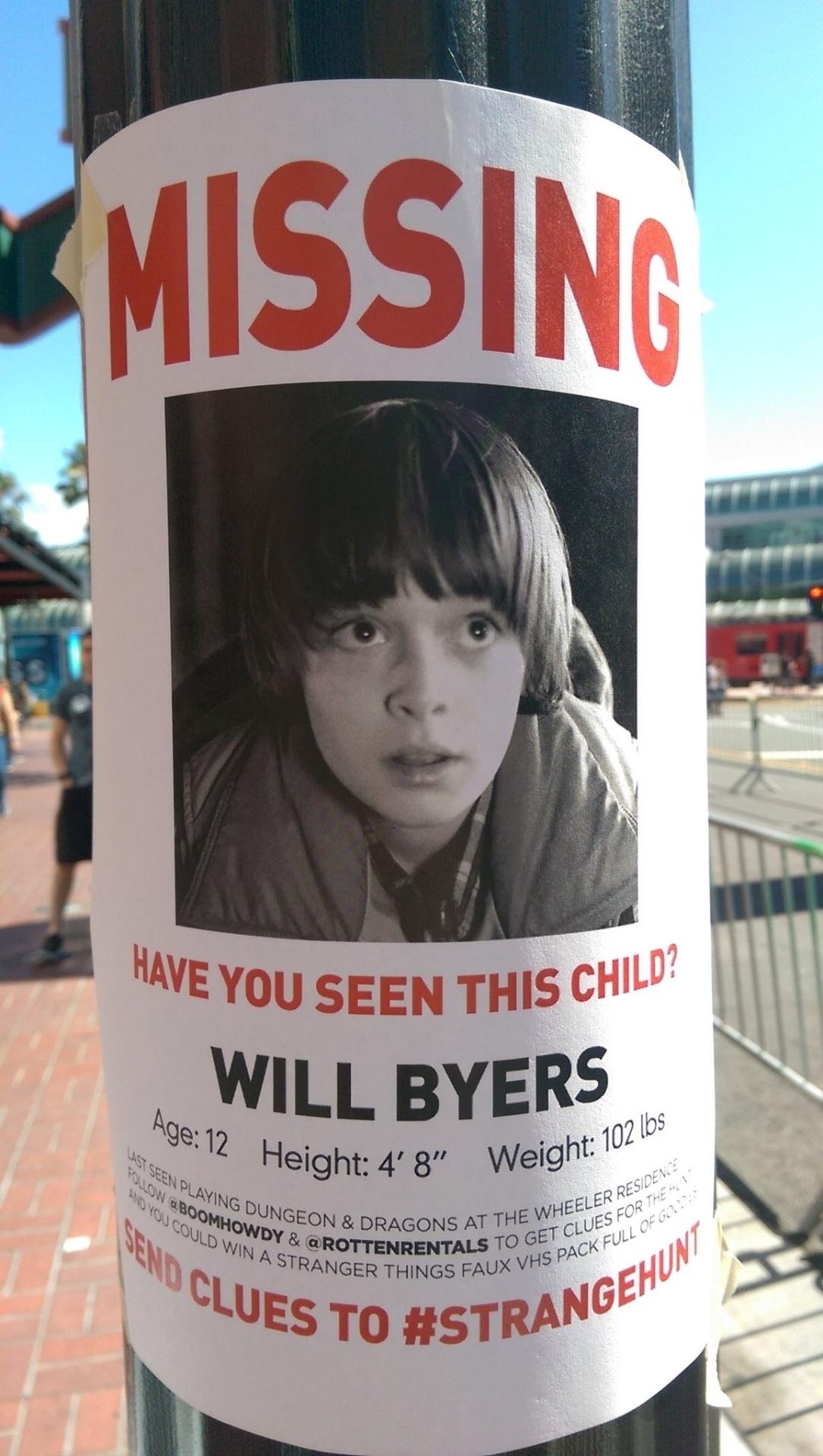 21.jul.2016 - Cartaz pelas ruas de San Diego, durante a Comic-Con 2016, anuncia desaparecimento do garoto Will Byers, personagem da série