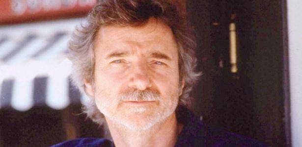 """O diretor Curtis Hanson, em foto de 1998, quando ganhou o Oscar por """"Los Angeles - Cidade Proibida"""" - Reuters"""