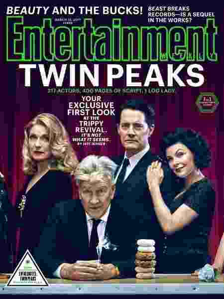 "Sheryl Lee, Kyle MacLachlan e Sherilyn Fenn posam com o diretor David Lynch na capa da revista ""Entertainment Weekly"" - Divulgação"