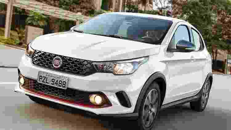 Versão HGT do Fiat Argo traz detalhes na cor vermelha e motor 1.9 de 139 cv de potência - Marcos Camargo/Divulgação