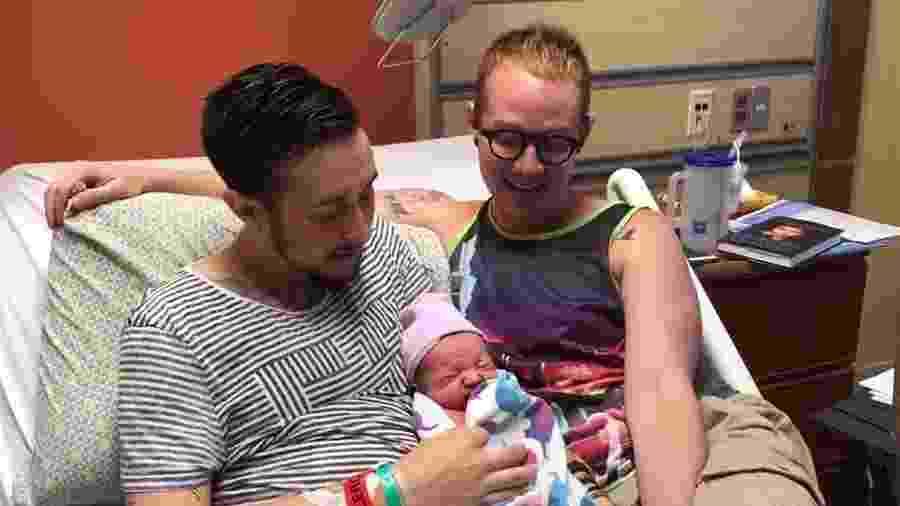 Trystan Reese, Biff Chaplow e o pequeno Leo - Reprodução/Facebook