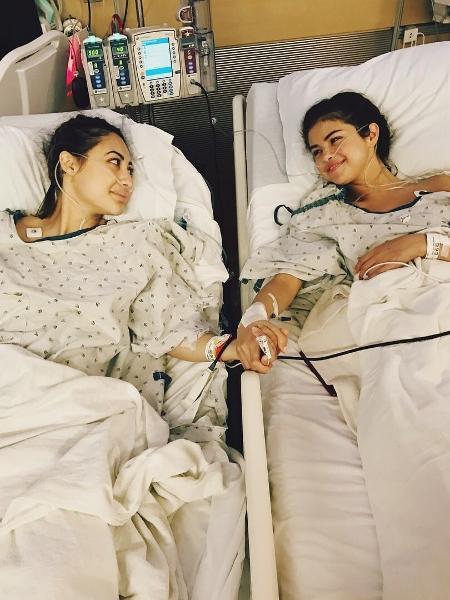 Selena Gomez e a amiga Francia Raisa, que lhe doou o rim - Reprodução/Instagram