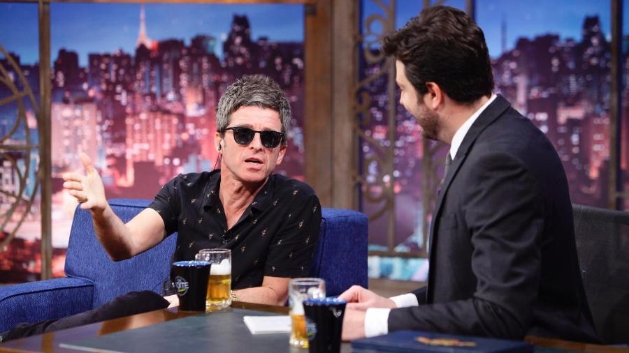 """Noel Gallagher é o convidado de Danilo Gentili no programa """"The Noite"""" - Reprodução"""