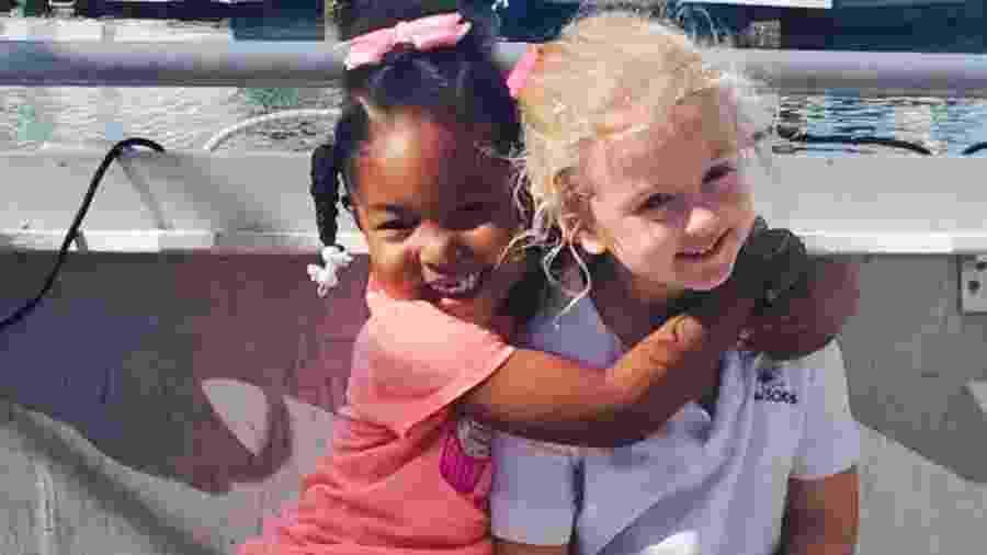 Jia Sarnicola e Zuri Copeland, apesar das diferenças, se convenceram de que são gêmeas - Reprodução/Facebook