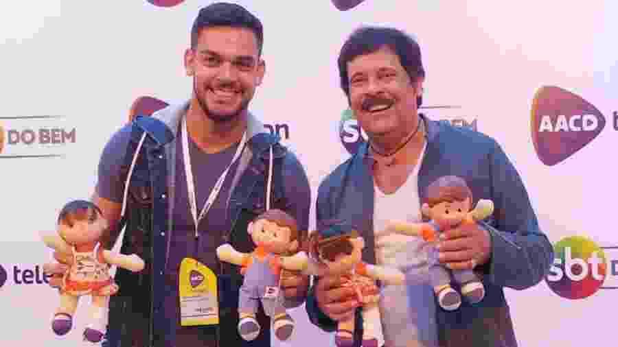 Caique Aguiar e o pai, Carlinhos Aguiar, no Teleton 2017 - Reprodução/Instagram/caiqueaguiaroficial