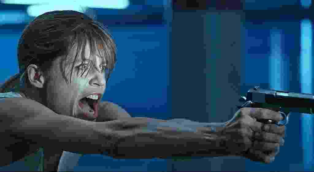 """Linda Hamilton em cena de """"O Exterminador do Futuro 2: O Julgamento Final"""" (1991) - Divulgação"""