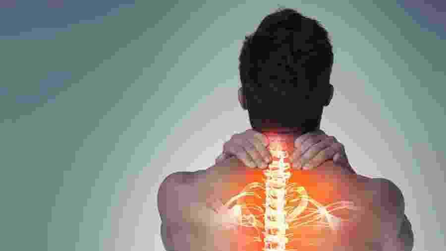 No verão, acidentes causados pelo mergulho em águas rasas são a segunda principal causa das lesões medulares - iStock
