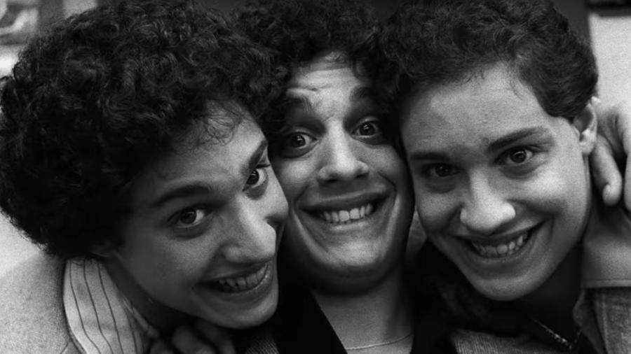 """Cena do documentário """"Three Identical Strangers"""" - Reprodução"""