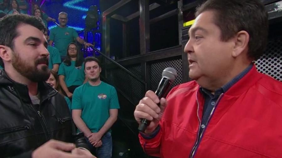 """Fausto Silva cobra satisfação ao vivo de diretor do quadro """"Ding Dong"""" por confusão na apresentação do Tributo ao ABBA - Reprodução/ TV Globo"""