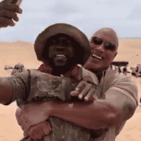 """The Rock e Kevin Hart no set de """"Jumanji"""" - Reprodução/Instagram"""