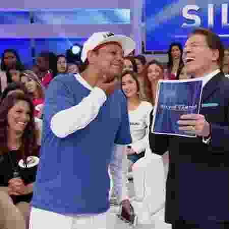 Gabriella Diniz aparece sentada, ao lado de Liminha, na plateia do Programa Silvio Santos - Reprodução/SBT