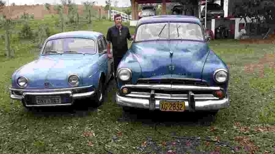 Fazendeiro mostra os seus xodós: Gordini (à esq.), adquirido há mais de 40 anos, e Dodge 1951, que ficou parado por 27 anos - Arquivo pessoal