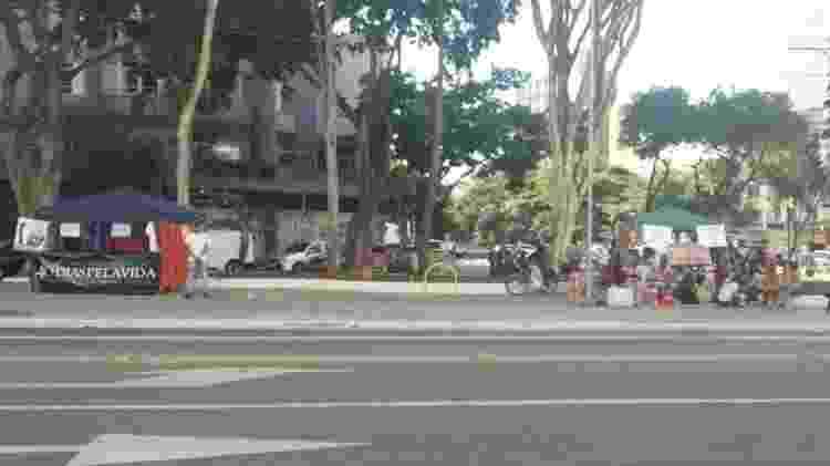 Barracas de grupos a favor e contra aborto legal no Pérola byington  - Divulgação - Divulgação