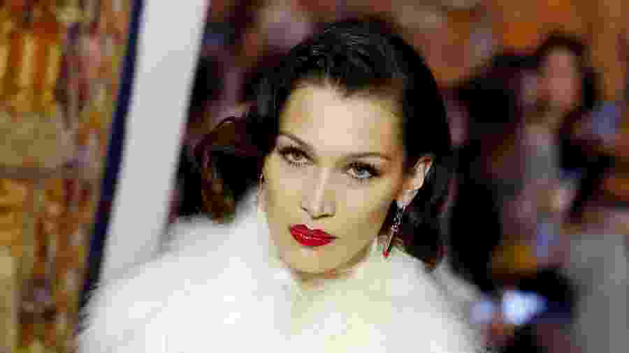 Bella Hadid desfila para a Lanvin durante a Semana de Moda de Paris - FRANCOIS GUILLOT/AFP