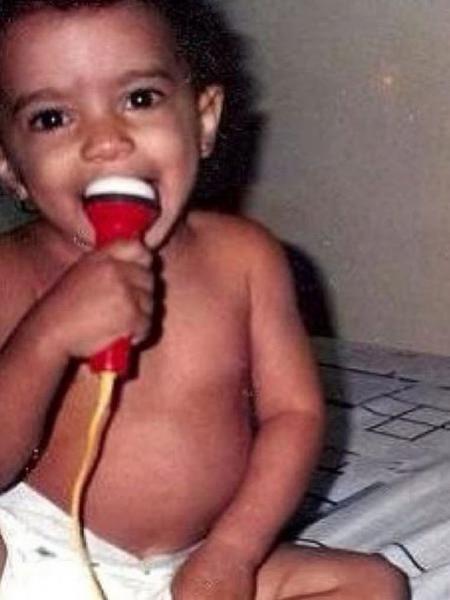 Anitta em foto de quando era criança - Reprodução/Instagram