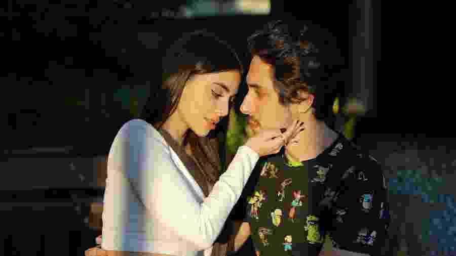 Nyvi Estephan e Felipe Castanhari assumiram o romance no dia dos namorados - Reprodução/Twitter