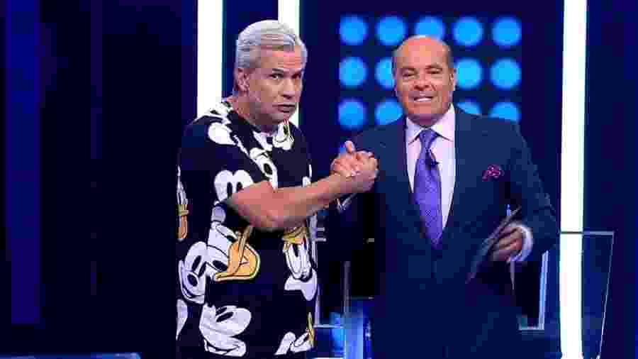 """Sikêra Jr. e Marcelo de Carvalho durante o """"Mega Senha"""", na RedeTV!  - Reprodução"""