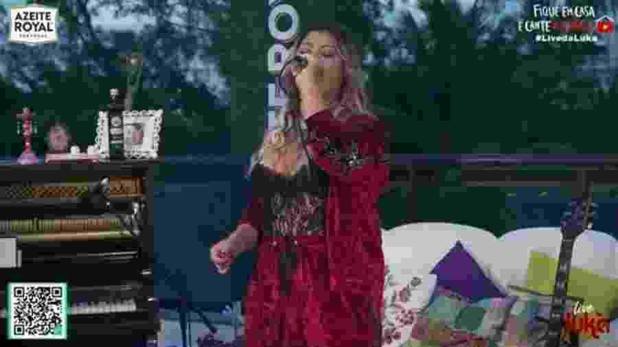 Cantora Luka se apresenta em live para os fãs no Youtube - Reprodução/Instagram/Luka